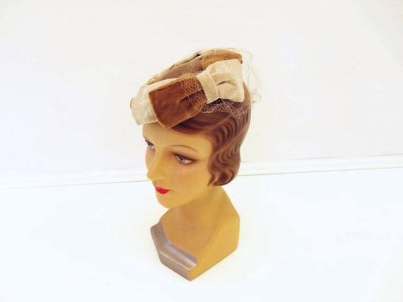 1950s Fascinator, 50s Vintage Hat, Brown Cream Hat, 50s Hat with Veil, Fascinator with Veil, 1950s Mocha Hat, Vintage Beige Hat