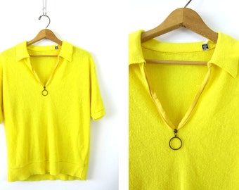1960s Yellow tee with circle zipper pull shirt short sleeve sweater top 70s Hipster blouse top Retro Vintage Hippie Size Large XL Louannes