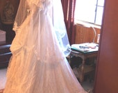 Loralie White Victorian Style Wedding Dress size 7-8 Genuine Vintage  with 1920s: Bobs and Skull Cap Juliet Cap