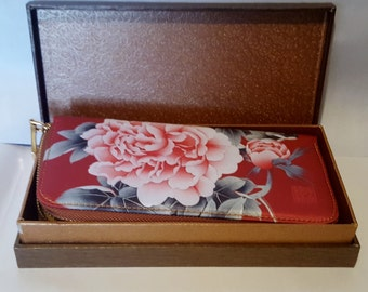 VINTAGE  Bill Wallet Unique with lots of Room must see Genuine Silk Hand Painted Original Box Gift Vintage