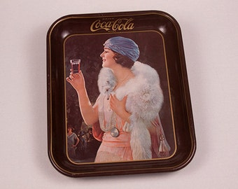 1973 Good Ole Trays Flapper Girl Drink Coca Cola Metal Tray 1925 Advertisement Reproduction Collectible Home Decor