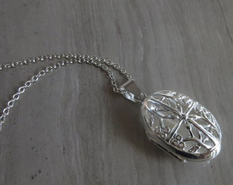 """Sterling Silver oval gated Locket on 18"""" chain"""