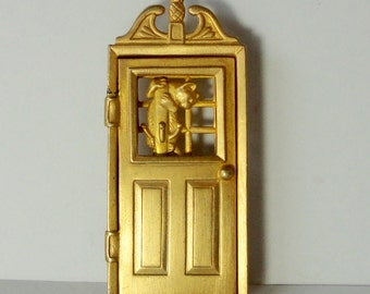 Jonette Jewelry J.J Gold tone Door Mechanical Brooch with Cat and Dog. 1986 J J Brooch/Pin