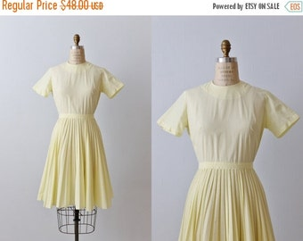 SALE Vintage 1950s Yellow Cotton Dress / 50s  Dress / Casual Dress / Short Sleeves / Size Small