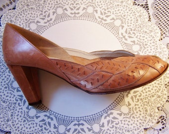 Bandolino pumps, Peep Toe Pumps, Bandolino heels, Leather pumps, Leather peep toes, size 7 USA