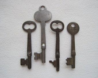 4 Vintage Skeleton Keys, Antique Skeleton Keys, Collectible Keys