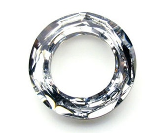 SWAROVSKI ~ Faceted Crystal Cosmic Ring 4139 ~ 20mm