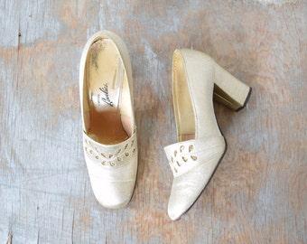 60s gold heels, vintage 1960s gold glitter pumps, metallic size 6 shoes