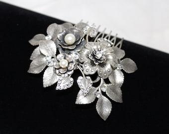 Bridal hair comb, Wedding headpiece, Antique silver head piece, Wedding hair accessory, Bridal hair clip, Flower and leaf headpiece