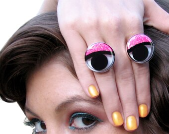 PEEPERS Pair of Glittery Googly Eye Rings. Silver adjustable, big eyed kawaii, cute, crazy fun, and whimsical harajuku girls ring set!