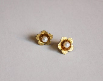 Lorna Gold Flower stud earrings