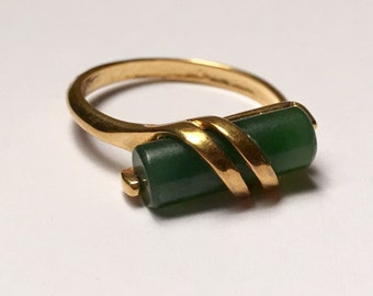 Avon Simulated Jade Ring Stacking Ring Modernist Design Size 7