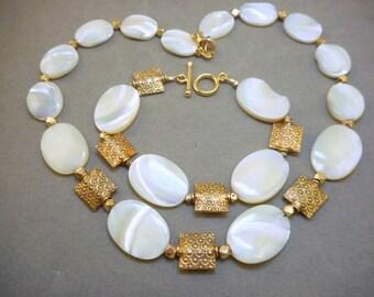 Mother of Pearl Necklace Bracelet Set