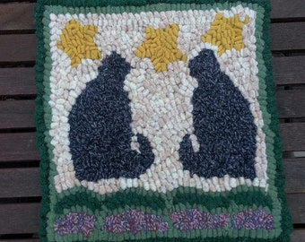 Bsginner Twin Cats Primitive Rug Hooking Kit with cut wool strips by Sharon Perry