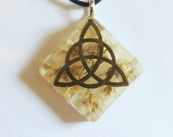Celtic Triqueta Symbol Real Flowers Necklace Bohemian Jewelry Nature Resin Pendant Earth Trinity Knot Spiritual Protection