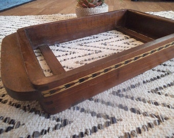Vintage Inlaid wooden Casserole tray ~ Arts and Crafts Dish Holder ~ Arrow inlay