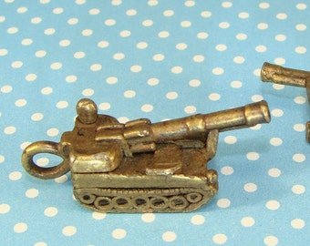 Tank Charm Bronze Plated Pewter Antique Gold Military Weapon Vintage World War I II Bomb Gamer Jewelry Supplies Key Ring Bulk 31503BZ