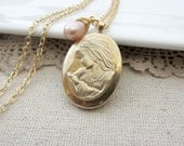 Gold Locket Necklace, Gold Oval Locket, Mother and Child Necklace, Expectant Mom Gift, Push Gift Locket, Push Present, New Mom Necklace