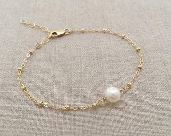 Gold Pearl Bracelet, Bridesmaid Pearl Bracelet, Simple Gold Pearl Bracelet, Dainty Pearl Bracelet, Bridesmaid Gold Pearl Bracelet