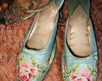 Antique Edwardian to Early 20's Boudoir slippers Mules Beauvais Embroidery Floral Aqua Silk Heels Display Collectible