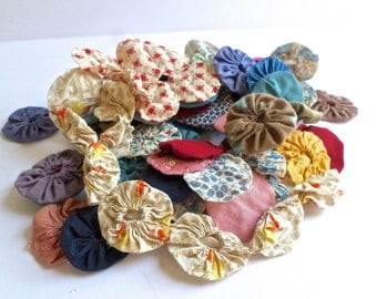 Lot of 100 Yoyo Quilt Pieces, Finished Yoyo Circles, Feedsack Yoyo Pieces, Sewing Supplies, Quilt Supplies