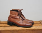 vintage 1990s tan leather lace up ankle boot / brown leather combat style boot / size US 9 EURO 40
