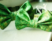 Kelly Green With A Dusting of Gold Bow Tie Collar For Cats