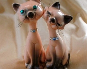 Cutest kitty couple cats salt and pepper shaker vintage