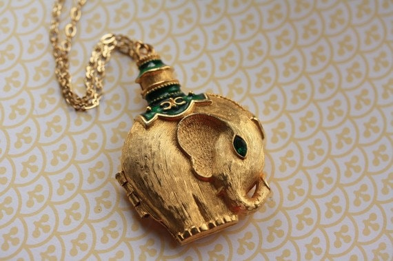 Vintage Gold Elephant Locket Necklace, Long Elephant Necklace, Gold Elephant Jewelry, Long Gold Chain Necklace Pendant, Safari Animal Locket