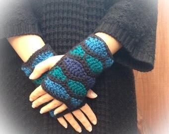10% OFF SALE!!! Honeycomb Crochet Fingerless Gloves in Ocean