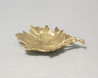 Vintage Brass Sugar Maple Leaf Dish Virginia Metalcrafters / Golden Leaf Ring Holder Vanity Tray Office Desk Decorative Accessory Key Holder