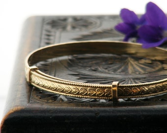 Vintage Bracelet   9ct Rolled Gold Adjustable Bangle   Heart Pattern Gold Bracelet   Extending Bracelet - Medium to Large Size Bracelet