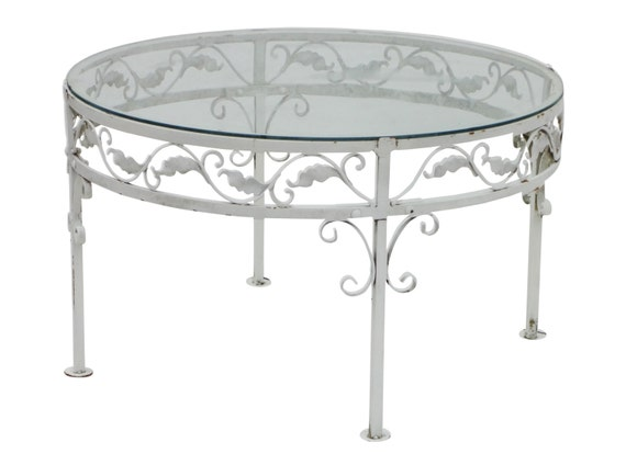 Round Woodard Patio Table
