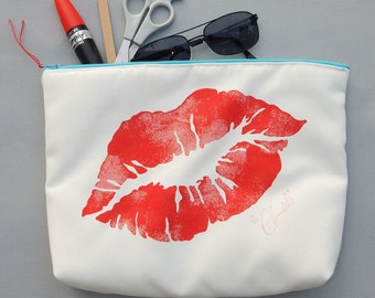 "EVERYTHING BAG Lips Eye zippered case tablet cosmetic makeup 9""x12""x2.5"" travel pouch toiletry purse organizer painted lined washable clutch"