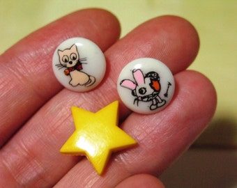 Cat and Rat Buttons 70s Japanese Plastic Buttons Yellow Star Button