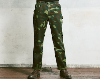 Vintage MILITARY TROUSERS . 80s Men's Khaki Green Dark Camo Pants Work Workwear Heavy Duty Canvas Cotton Hunting Pants . Medium Large W34