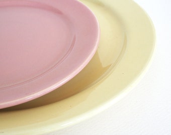 Two Bauer plates in La Linda pattern. Yellow chop plate, pink dinner plate, California, mid century modern, pastel, serving, dining,