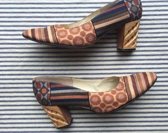 Size 7-7.5 A Shoes / Vintage 1960's Heels / Chunky Hand Carved Wooden Heel / Printed Pump / Palizzio Shoes / Boho Hippie Hipster / Low Heel