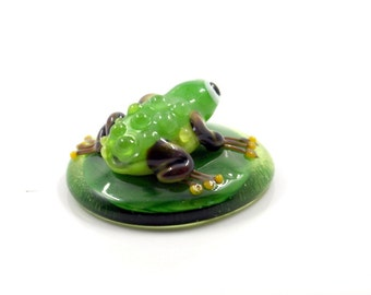 Lampwork glass cabochone , toad frog ring topper , glass ring toper , green  glass cabochone . frog toad 29 mm x 31 mm ,  Round