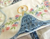 Table Runners, Matching Vintage Linens, Embroidered Linens, Peacock Detail 13447