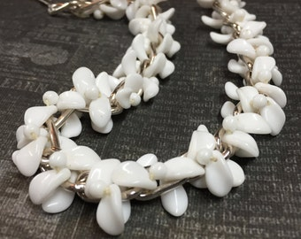 Vintage Milk Glass Choker-White Milk Glass Leaf Bead 1950's Choker - White Necklace - Vintage Necklace - R15