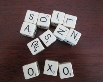 Scrabble dice - 12 pieces - plastic-game-letters-alphabet-words-assemblage-anagram