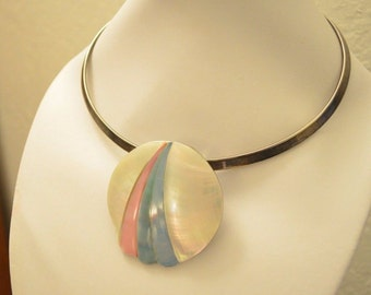 Vintage MOP Mother of Pearl Abalone Shell Disc Pendant Torc Collar Statement Resort Necklace Pink Blue Beach Seashell