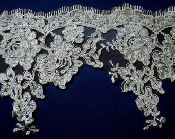 "USA Supplier 1, 3 Yards of 7"" (18 cm) Wide Antiqued Gold Appliqued Alencon Tulle Trim Lace with Roses Cord Embroidery XRC LA"