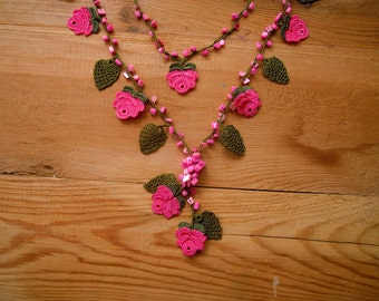 crochet rose necklace, green pink