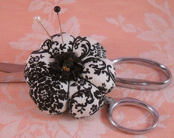 Pincushion French Market Black and White