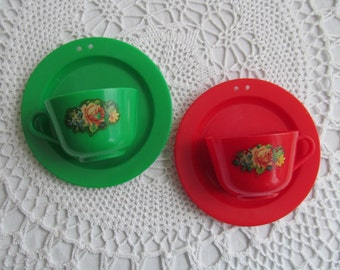 Vintage Cup Saucer Wall Hanging Red Green Plastic Alladin USA