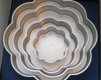 Vintage 1971 4 Tiered Wilton Cake Pans**Like New**