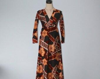 40% OFF SALE 1960s Maxi Hawaiian dress . Vintage 60s Hawaii luau dress . long HAWAIIAN Surf Ethnic Floral kawaii dress . size small