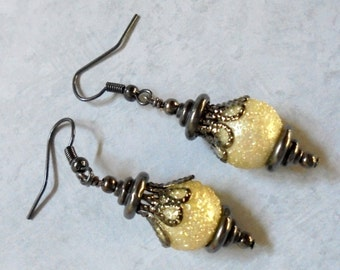 Ivory and Black Textured Pearl Earrings (2774)